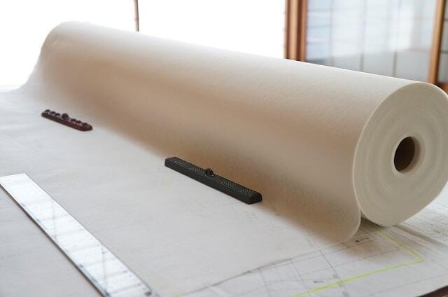 型紙を不織布に写す