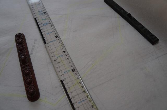 型紙をハトロン紙・不織布に写す