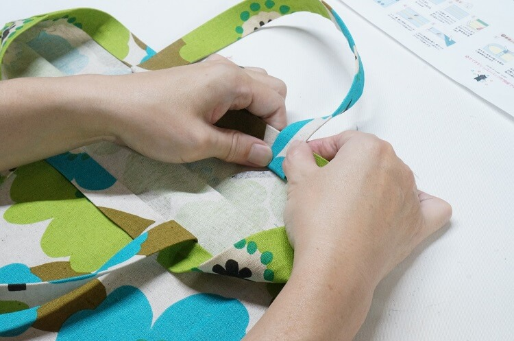裁縫上手、手芸ボンドでレッスンバッグを作製する