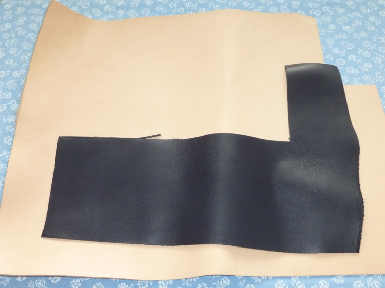 二つ折り財布の材料