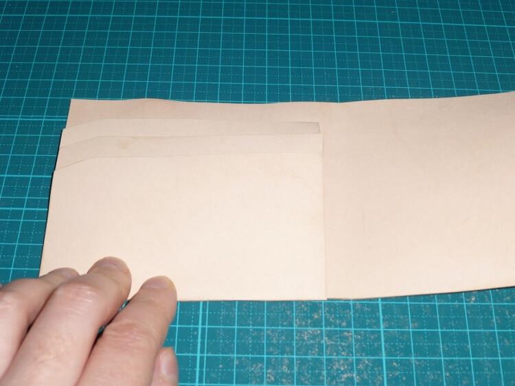型取り(2つ折り財布)