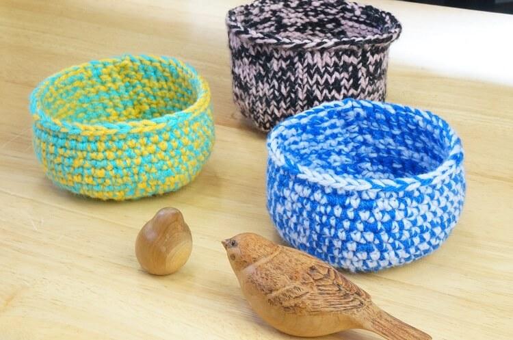 毛糸で編んだ鳥の巣