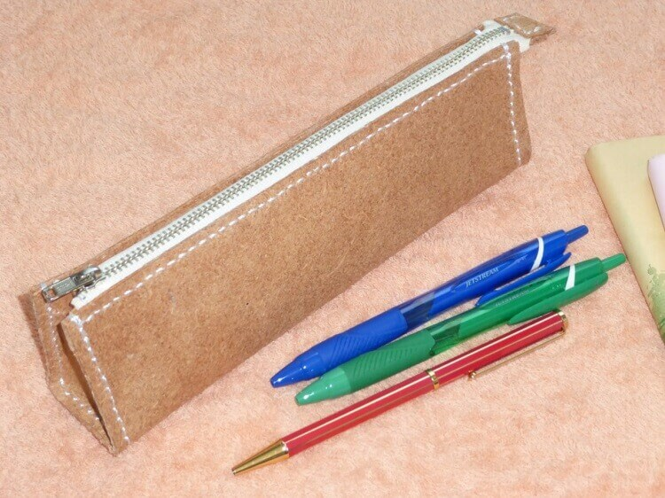レザークラフトでファスナーつきのペンケースを作ろう!