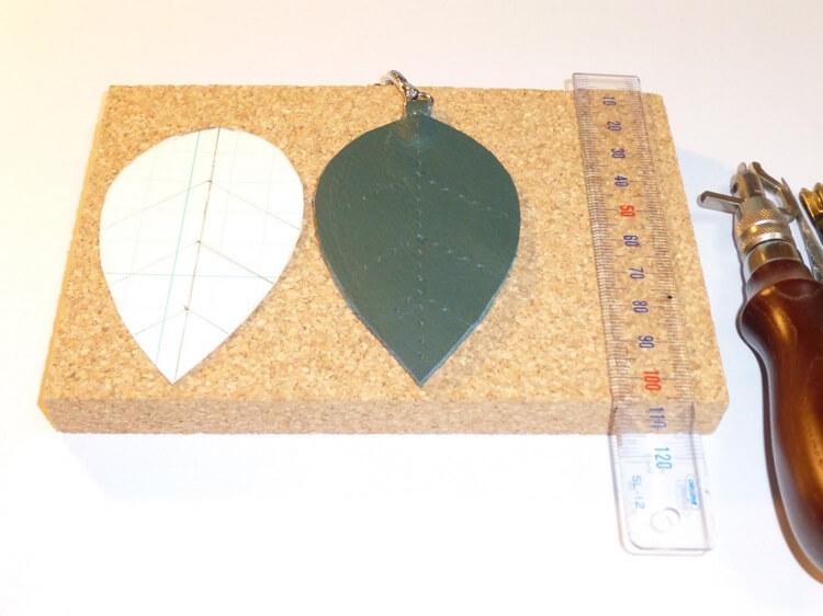 レザークラフト、チャームの作製(縫製準備)