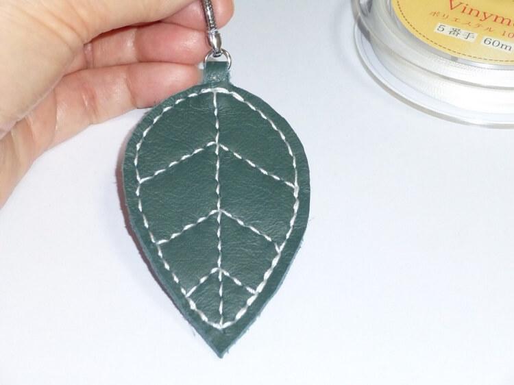 レザークラフト、チャームの作製(縫製)