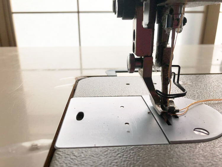 革の縫製には上下送りのミシンがおすすめ